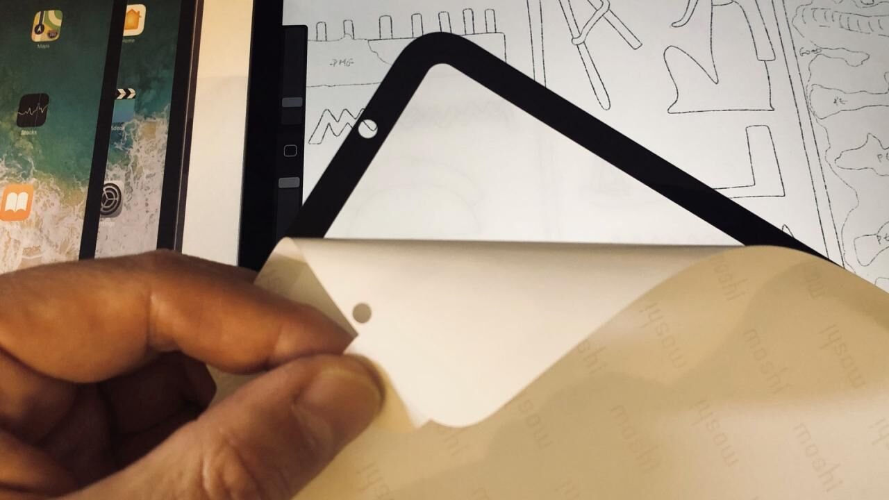 Move over PaperLike, the new Moshi iVisor provides a matte drawing surface for the iPad with the promise of reusability and easy application